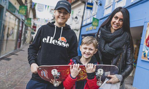 Jessica Lesjak mit ihren Söhnen