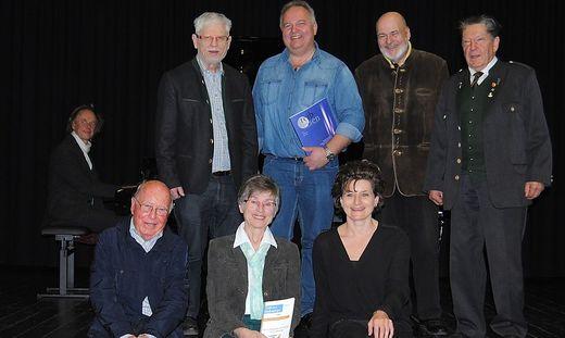 Das Führungsteam des Europa-Literaturkreises mit den Ehrengästen