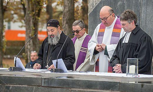 Kranzniederlegung beim internationalen Mahnmal am Grazer Zentralfriedhof