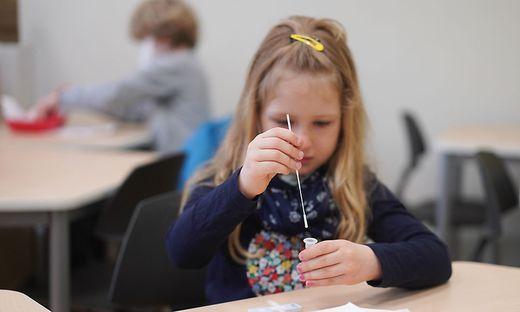 In ganz Österreich längst ausgerollt: Selbsttests an Schulen