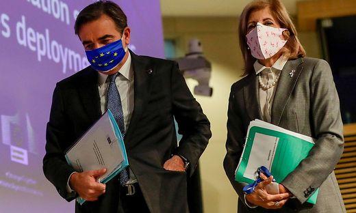 EU-Gesundheitskommissarin Stella Kyriakides (rechts)