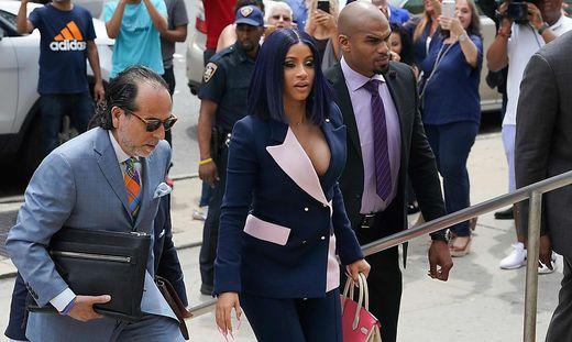 Auf dem Weg zu ihrer Gerichtsverhandlung: Cardi B