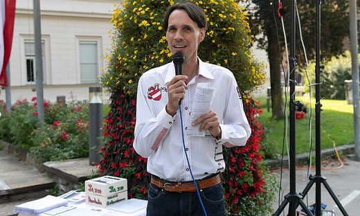 Martin Rutter veranstaltet immer wieder Anti-Corona-Demonstrationen vor der Klagenfurter Landesregierung