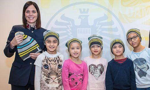 Manuela Wilhelmer, Polizistin am Posten Matrei, präsentierte ihre Hauben in Wien
