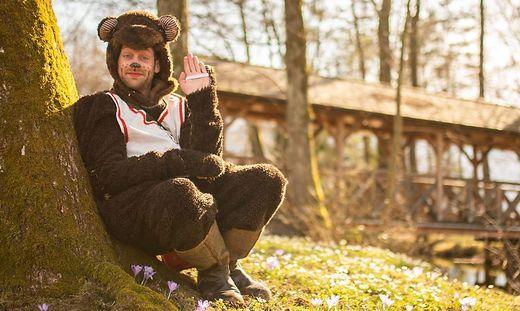 """Benno unterhält die Kinder mit """"bärenstarken"""" Geschichten"""