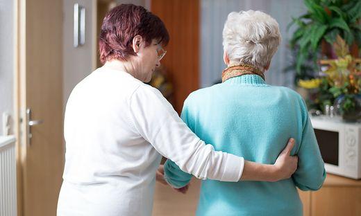 Mit einer neuen Ausbildungsschiene an den BHS will man mehr junge Menschen für Pflegeberufe begeistern. Der Vorschlag kam aus Kärnten (Symbolfoto)