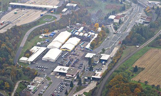 Luftaufnahme des Grenzübergangs vor einer Woche