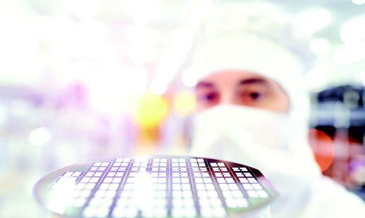 Reinraum-Produktion bei Infineon