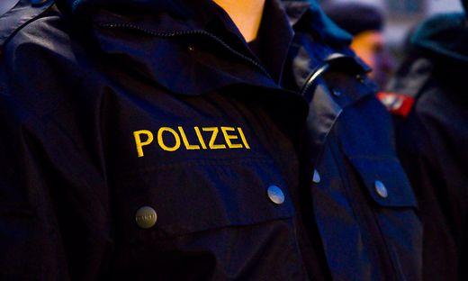 Die einschreitenden Beamten sprachen ein Betretungs- und Annäherungsverbot aus (Sujetbild)