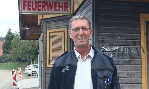 Günter Edlinger, Kameradschaftsführer der Stadtfeuerwehr St. Veit, vor der Wiesenmarktkanzlei