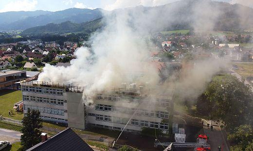 Brandursache dürften tatsächlich die Flämmarbeiten am Dach gewesen sein.