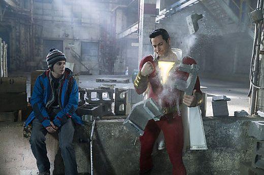 Shazam (rechts) ist der neue Kino-Superheld