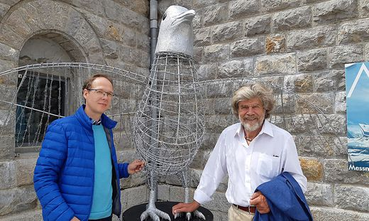 Reinhard Schell und Reinhold Messner mit der Friedenstaube