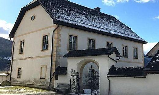 Der Pfarrhof kann um 157.000 Euro erworben werden