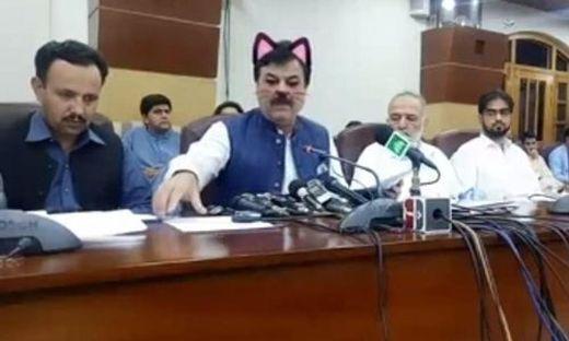 Pakistanische Provinz streamt Pressekonferenz mit Katzenfilter