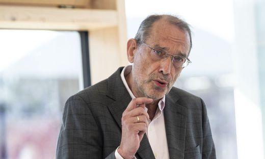 PK BILDUNGSMINISTERIUM: ´R�CKBLICK AUF DAS VERGANGENE UND AUSBLICK AUF DAS KOMMENDE SCHULJAHR´ - BM FASSMANN