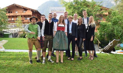 Landeshauptmannstellvertreterin Gaby Schaunig (Dritte von rechts) mit Kärntner Alpbach-Stipendiaten/-Stipendiatinnen