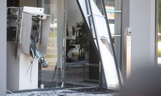 """In Nußdorf-Debant waren   zwei Täter am Werk und  flüchteten mit einem """"Chauffeur"""" in einem hellen Mercedes"""