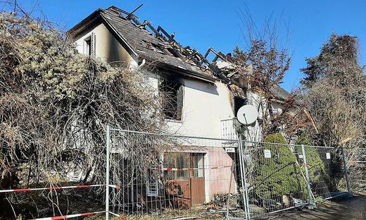 Das Haus ist nach dem Brand unbewohnbar