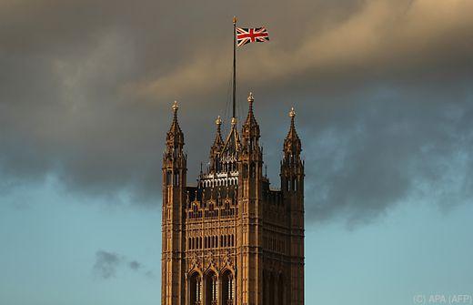 May verschiebt angeblich Brexit-Abstimmung