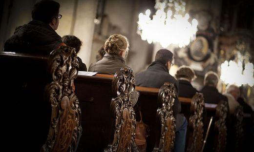 Viele Gläubige verabschiedeten sich aus der Kärntner Kirche