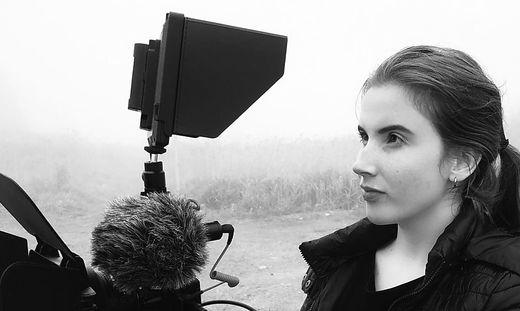 Sabine M. Probst in ihrem Element – hinter der Kamera