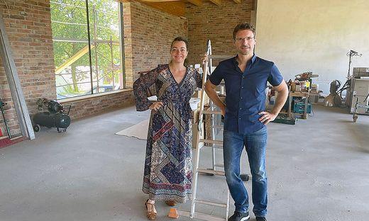 Gudrun Nikodem-Eichenhardt und Alexander Strohmaier auf der Baustelle