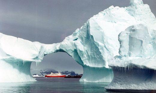 FILE ANTARCTIC SHIP