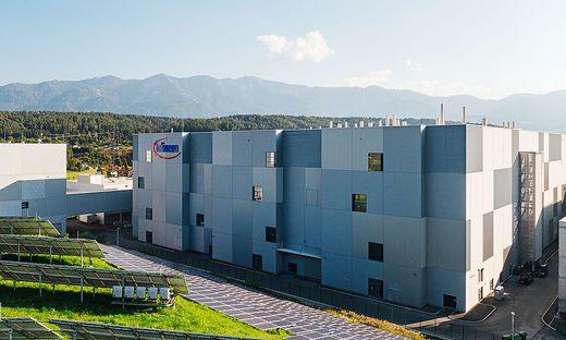 35 Meter hoch, mit einer Fläche von umgerechnet 400 Einfamilienhäusern und teurer Hochtechnologie ausgestattet: die neue Fabrik von Infineon in Villach