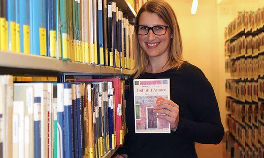 Andrea Süssenbacher mit ihrem Debüt-Krimi.
