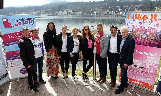 Die Organisatoren der drei Laufveranstaltungen sowie die Botschafterinnen Vanessa Herzog, Claudia Strobl, Bettina Assinger (Mitte)
