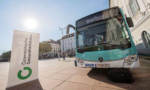 Impfbus auf dem Neuen Platz in Klagenfurt