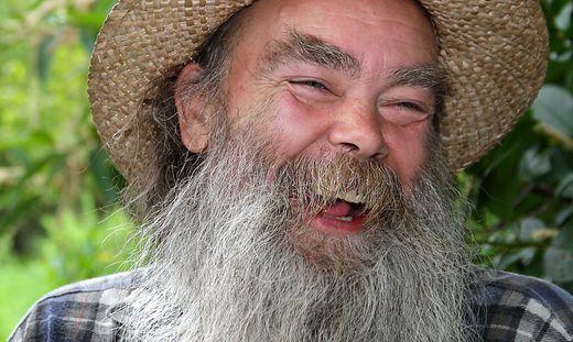 So viele Keime stecken im Bart