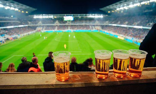 Volle Stadien wird es in Österreich noch lange keine geben. Ob die Fans auch auf Erfrischungen verzichten müssen, wird sich in den kommenden Tagen zeigen