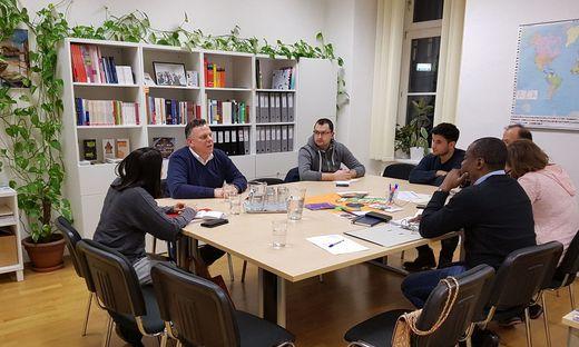 Der Grazer SPÖ-Chef Michael Ehmann im Austausch mit Mitgliedern des Migrantenbeirats