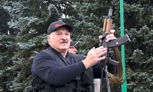 Lukaschenko gab sich nach Beginn der Proteste martialisch (2020)