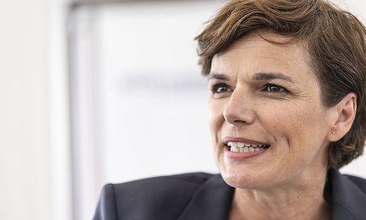 SPOe Pamela Rendi-Wagner trifft LH Peter Kaiser Woerthersee Juli 2021