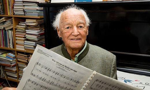 In seinem Arbeitszimmer hat Walter Kraxner bis vor einigen Jahren gedichtet und komponiert