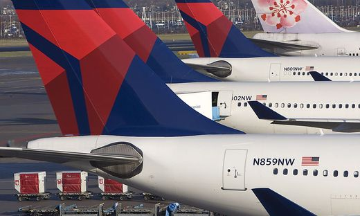 THE NETHERLANDS AMSTERDAM AIRPORT DELTA PLANES