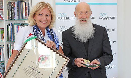 Bürgermeisterin Maria-Luise Mathiaschitz mit Pater Anton Wanner
