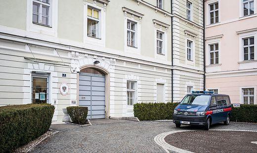 Von Klagenfurt geht es für den Nazi-Rapper am Donnerstag nach Wien