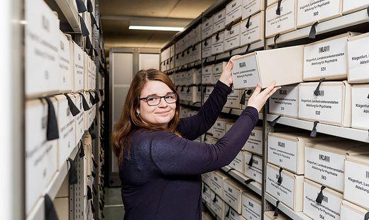 Katja Almberger, stellvertretende Direktorin des Landesarchivs