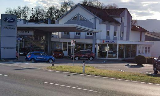 In dieses Autohaus drangen die bislang unbekannten Täter ein