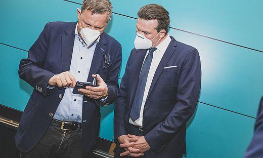 Ernste Mienen am Wahlsonntag bei Andreas Skorianz und FPÖ-Spitzenkandidat Wolfgang Germ