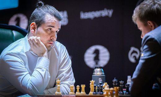 Jan Nepomnjaschtschi besiegt in Runde 10 Kirill Alekseenko - in dieser Stellung war es um Schwarz bereits geschehen
