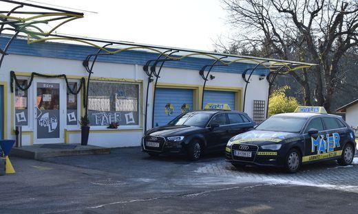 Der Fuhrpark der Fahrschule Mayer in Leibnitz steht bereits still