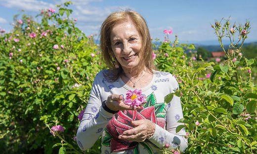 Erika Swobodas Herz schlägt für die Damaszener-Rose-. Jetzt gibt es ein ganz besonderes Buch