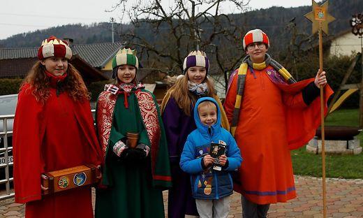 Sonja, Phillis, Esther, Maximilian (von links) besuchten den kleinen Lorenz in Gurnitz