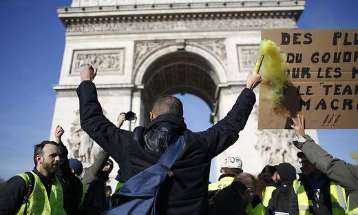Die Sozialbewegung fordert den Rücktritt von Präsident Emmanuel Macron und eine Abkehr von seinem Reformkurs