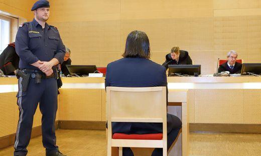 Mordversuchsprozess in OÖ: Mann nach Messerattacke auf Ex angeklagt